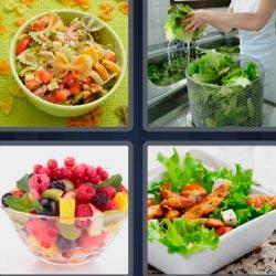 4 fotos 1 palabra 8 letras pasta en ensalada, fuente con frutas, fuente con lechuga y pollo, cocinero lavando lechuga.